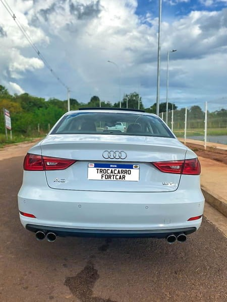 //www.autoline.com.br/carro/audi/a3-18-sedan-tfsi-ambition-16v-gasolina-4p-turbo/2015/jatai-go/14875907