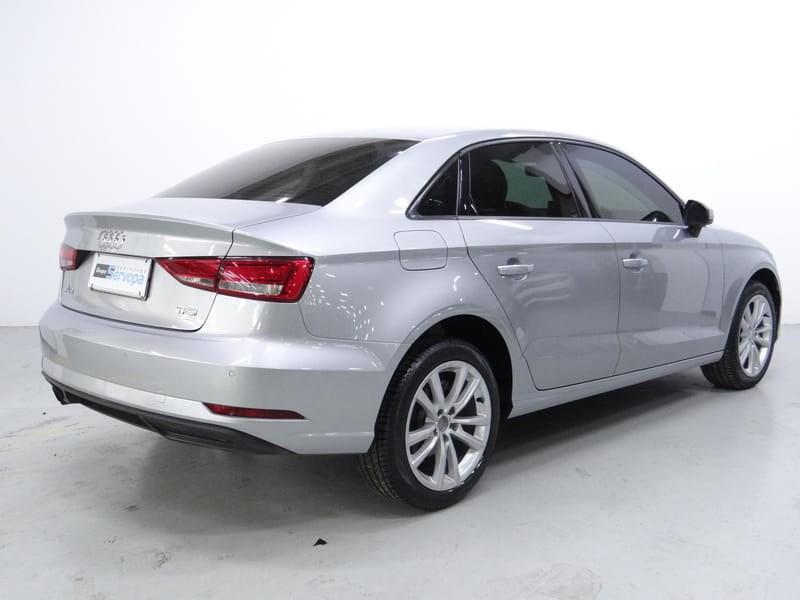 //www.autoline.com.br/carro/audi/a3-14-sedan-attraction-16v-flex-4p-turbo-tiptron/2017/curitiba-pr/15543792