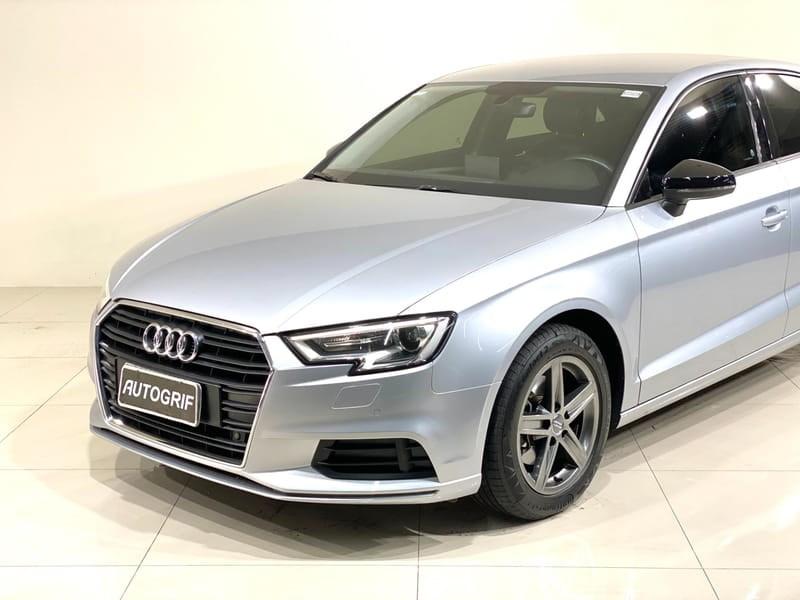 //www.autoline.com.br/carro/audi/a3-14-sedan-ambiente-16v-flex-4p-turbo-tiptronic/2018/curitiba-pr/15565040