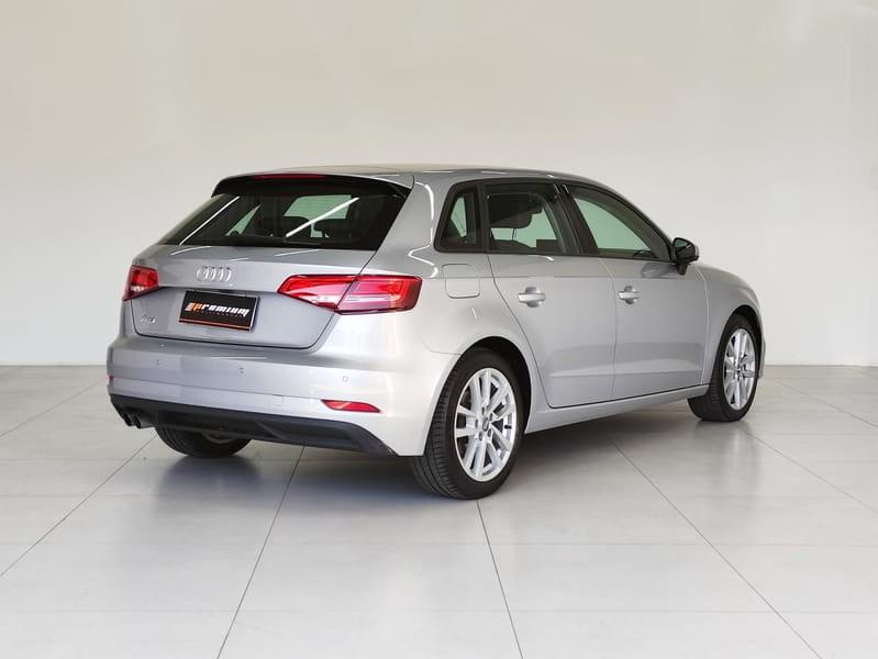 //www.autoline.com.br/carro/audi/a3-14-sportback-prestige-plus-16v-gasolina-4p-tu/2019/curitiba-pr/15684238