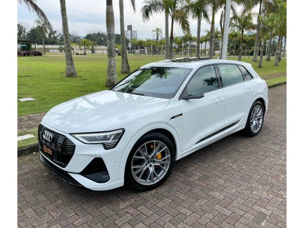 //www.autoline.com.br/carro/audi/e-tron-performance-quattro-24v-eletrico-4p-automatic/2020/brusque-sc/15222981