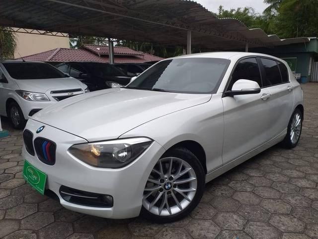 //www.autoline.com.br/carro/bmw/118i-16-16v-gasolina-4p-automatico/2013/jaragua-do-sul-sc/13383010