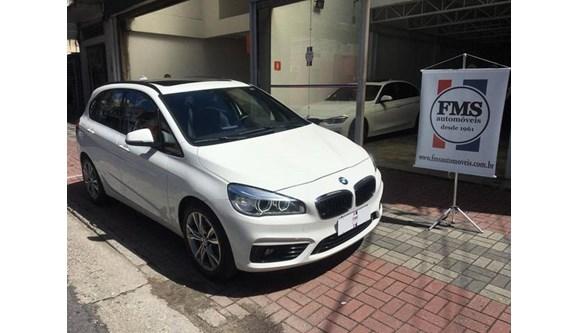 //www.autoline.com.br/carro/bmw/225i-20-sport-16v-gasolina-4p-automatico/2016/sao-paulo-sp/9039460
