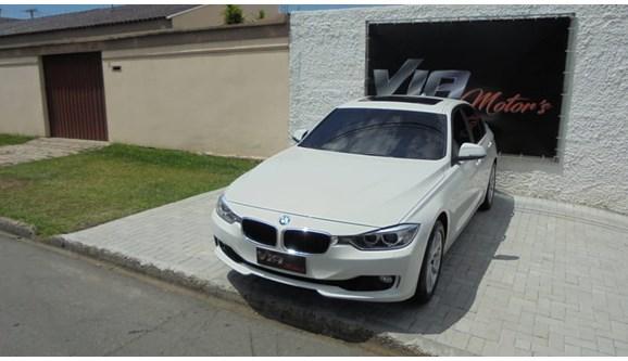 //www.autoline.com.br/carro/bmw/328i-20-luxury-16v-bi-turbo-245cv-4p-gasolina-auto/2013/sao-jose-dos-pinhais-pr/8388261