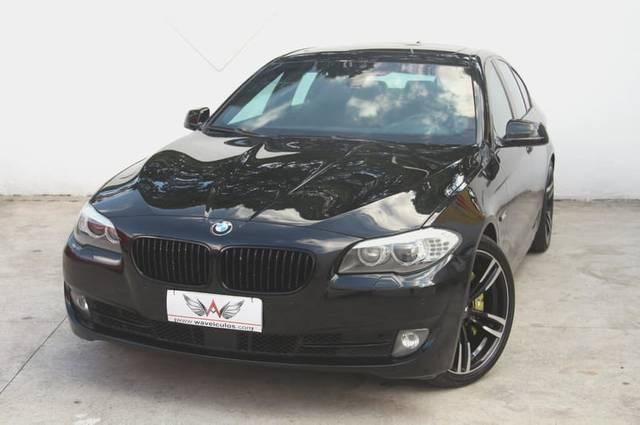//www.autoline.com.br/carro/bmw/550i-44-32v-gasolina-4p-turbo-automatico/2012/taubate-sp/13978377