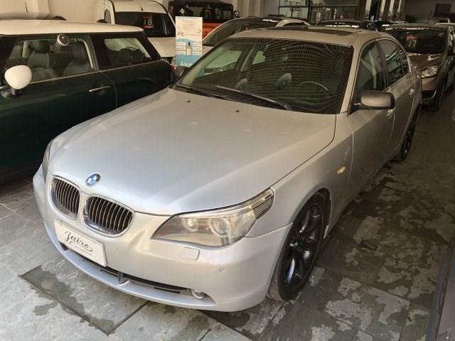 //www.autoline.com.br/carro/bmw/550i-48-sport-32v-gasolina-4p-automatizado/2007/sao-paulo-sp/15728053
