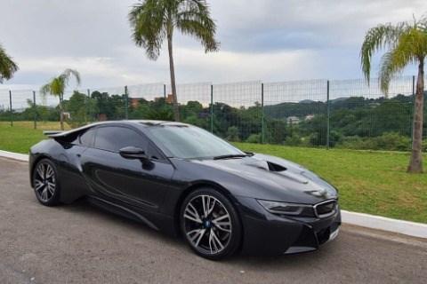 //www.autoline.com.br/carro/bmw/i8-15-12v-coupe-flex-2p-automatico/2015/sao-paulo-sp/13769911
