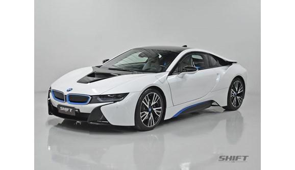 //www.autoline.com.br/carro/bmw/i8-15-12v-coupe-flex-2p-automatico/2015/curitiba-pr/8421186
