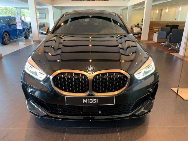 //www.autoline.com.br/carro/bmw/m135i-20-16v-gasolina-4p-automatico/2021/florianopolis-sc/13272587