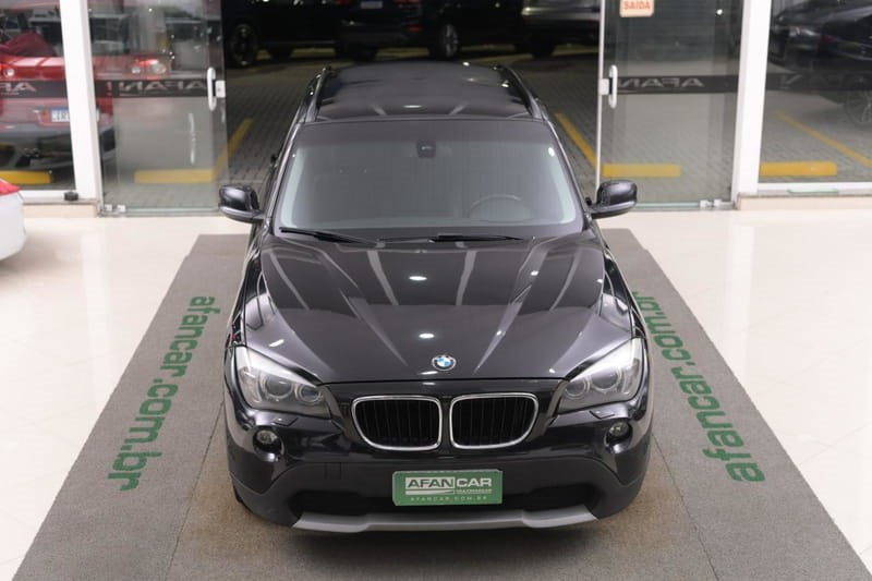 //www.autoline.com.br/carro/bmw/x1-20-sdrive18i-16v-gasolina-4p-automatico/2011/curitiba-pr/14926051