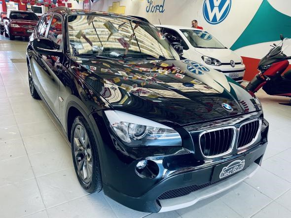 //www.autoline.com.br/carro/bmw/x1-20-sdrive18i-16v-gasolina-4p-automatico/2011/sao-paulo-sp/15220740