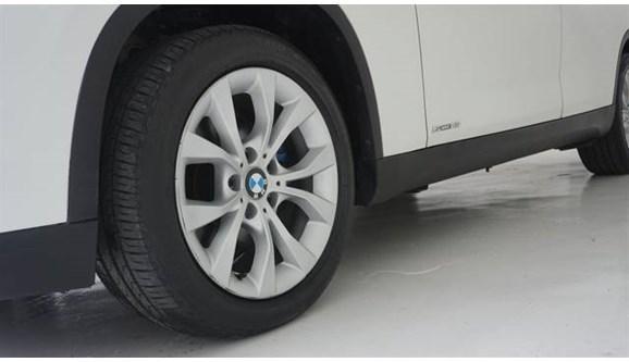 //www.autoline.com.br/carro/bmw/x1-20-xdrive28i-sport-gp-16v-turbo-245cv-4p-gaso/2014/lorena-sp/9679722