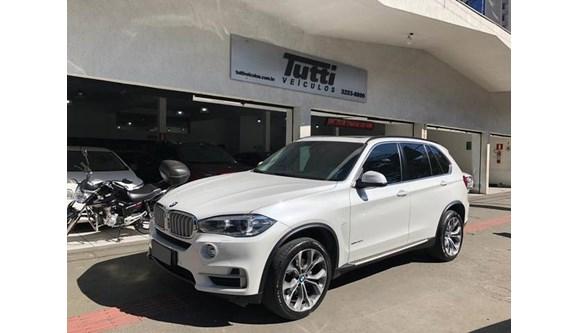 //www.autoline.com.br/carro/bmw/x5-30-258cv-24v-diesel-4p-automatico-4x4-turbo/2018/belo-horizonte-mg/8574355