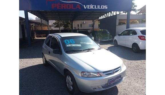 //www.autoline.com.br/carro/chevrolet/celta-10-super-8v-flex-4p-manual/2006/timbo-sc/11699292