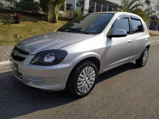 //www.autoline.com.br/carro/chevrolet/celta-10-lt-8v-flex-4p-manual/2015/sao-jose-dos-campos-sp/12357919