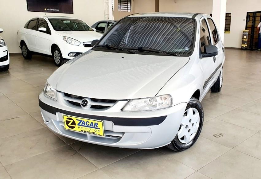 //www.autoline.com.br/carro/chevrolet/celta-10-spirit-8v-gasolina-4p-manual/2005/valinhos-sp/12751920