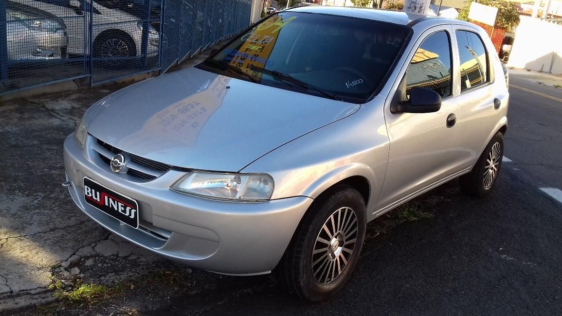 //www.autoline.com.br/carro/chevrolet/celta-10-8v-gasolina-4p-manual/2004/campinas-sp/12787525
