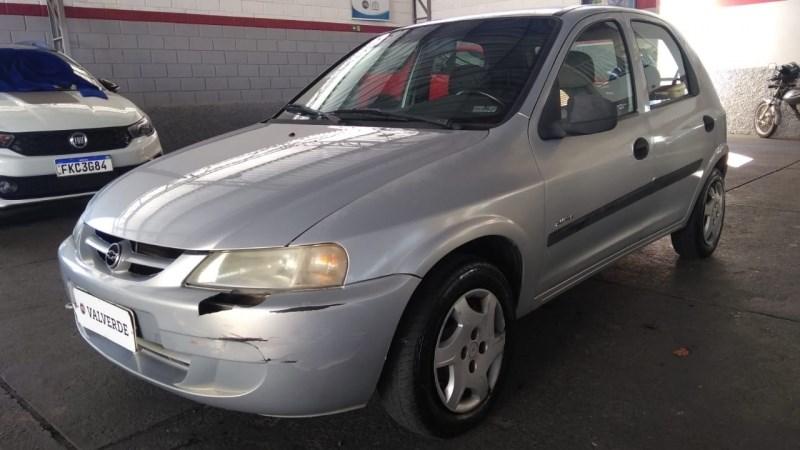 //www.autoline.com.br/carro/chevrolet/celta-10-8v-gasolina-4p-manual/2004/jaguariuna-sp/13066443
