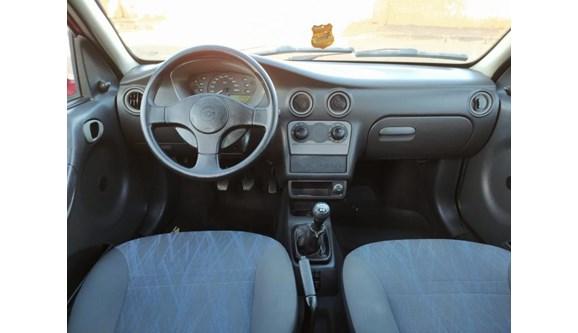 //www.autoline.com.br/carro/chevrolet/celta-10-life-8v-gasolina-4p-manual/2005/brasilia-df/13086346