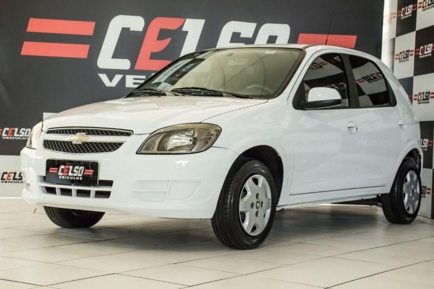 //www.autoline.com.br/carro/chevrolet/celta-10-lt-8v-flex-4p-manual/2015/dois-irmaos-rs/13616421