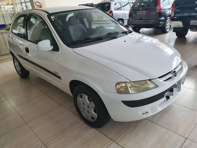 //www.autoline.com.br/carro/chevrolet/celta-10-life-8v-gasolina-2p-manual/2005/aracatuba-sp/13904801