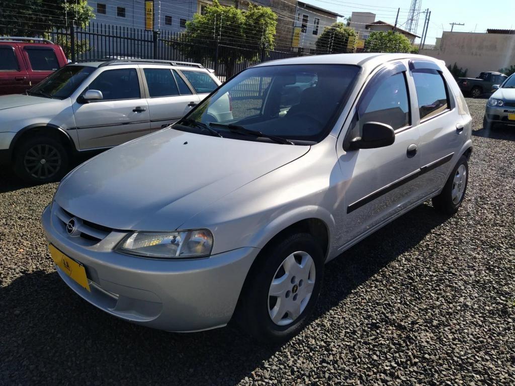 //www.autoline.com.br/carro/chevrolet/celta-14-8v-gasolina-4p-manual/2004/uberaba-mg/13984492