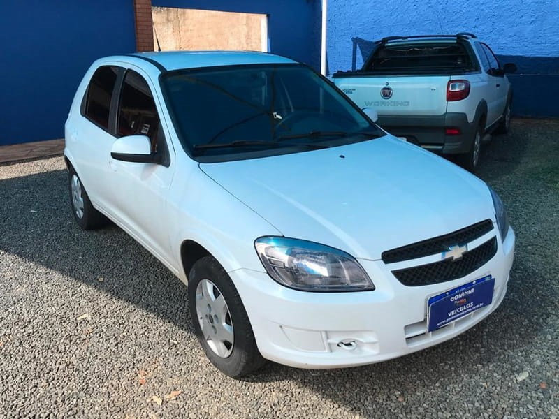 //www.autoline.com.br/carro/chevrolet/celta-10-lt-8v-flex-4p-manual/2013/goiania-go/14022822