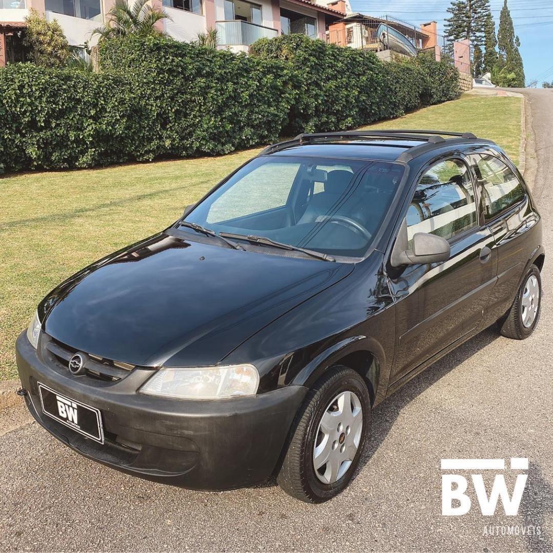 //www.autoline.com.br/carro/chevrolet/celta-10-8v-gasolina-2p-manual/2003/florianopolis-sc/14980796