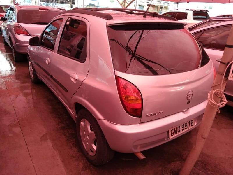 //www.autoline.com.br/carro/chevrolet/celta-10-8v-gasolina-4p-manual/2003/contagem-mg/15163816