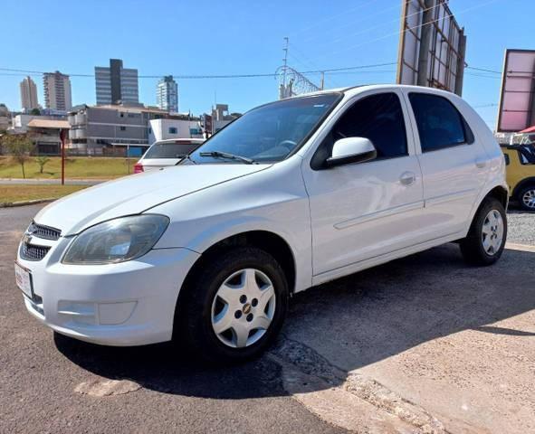 //www.autoline.com.br/carro/chevrolet/celta-10-lt-8v-flex-4p-manual/2013/rio-verde-go/15216932