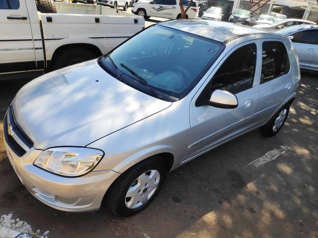 //www.autoline.com.br/carro/chevrolet/celta-10-lt-8v-flex-4p-manual/2013/goiania-go/15262579