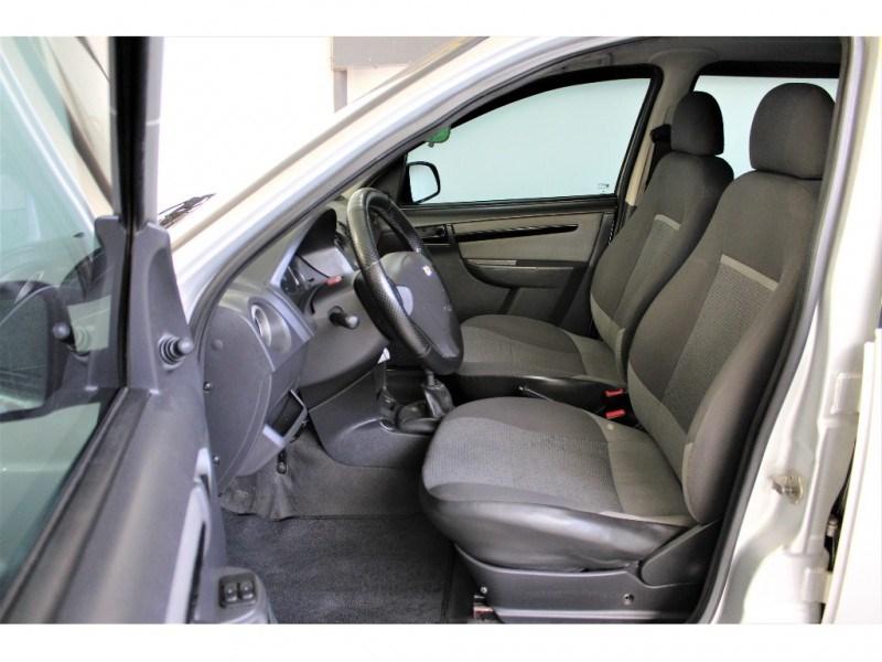 //www.autoline.com.br/carro/chevrolet/celta-10-lt-8v-flex-4p-manual/2014/campinas-sp/15569258