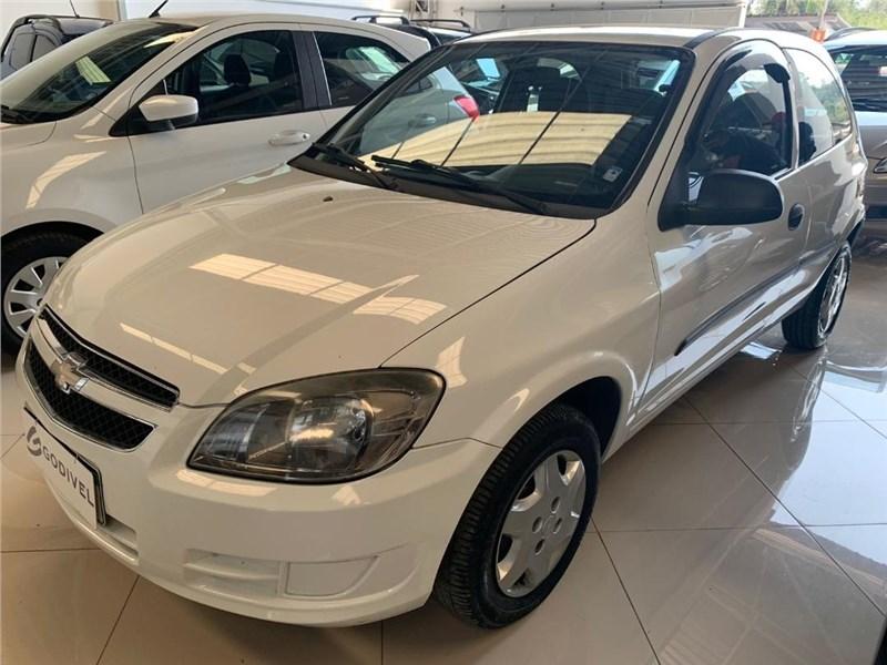 //www.autoline.com.br/carro/chevrolet/celta-10-ls-8v-flex-2p-manual/2014/sao-roque-sp/15669588