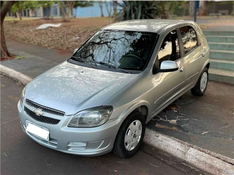 //www.autoline.com.br/carro/chevrolet/celta-10-lt-8v-flex-4p-manual/2015/sao-paulo-sp/15727598