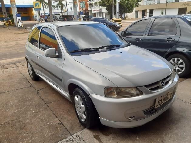 //www.autoline.com.br/carro/chevrolet/celta-10-8v-gasolina-2p-manual/2002/vilhena-ro/9709096