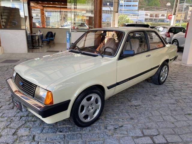 //www.autoline.com.br/carro/chevrolet/chevette-sedan-16-s-l-75cv-2p-alcool-manual/1986/nova-friburgo-rj/14630462