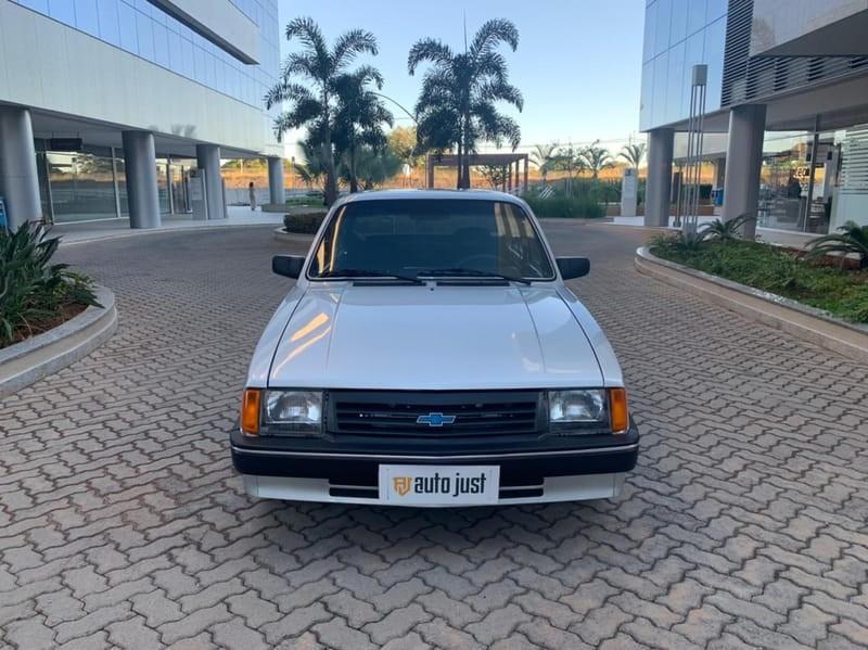 //www.autoline.com.br/carro/chevrolet/chevette-sedan-16-s-l-75cv-2p-alcool-manual/1993/brasilia-df/14790765