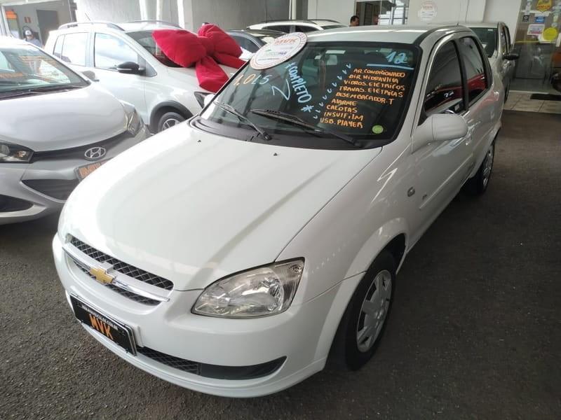 //www.autoline.com.br/carro/chevrolet/classic-10-ls-8v-flex-4p-manual/2012/curitiba-pr/13561982