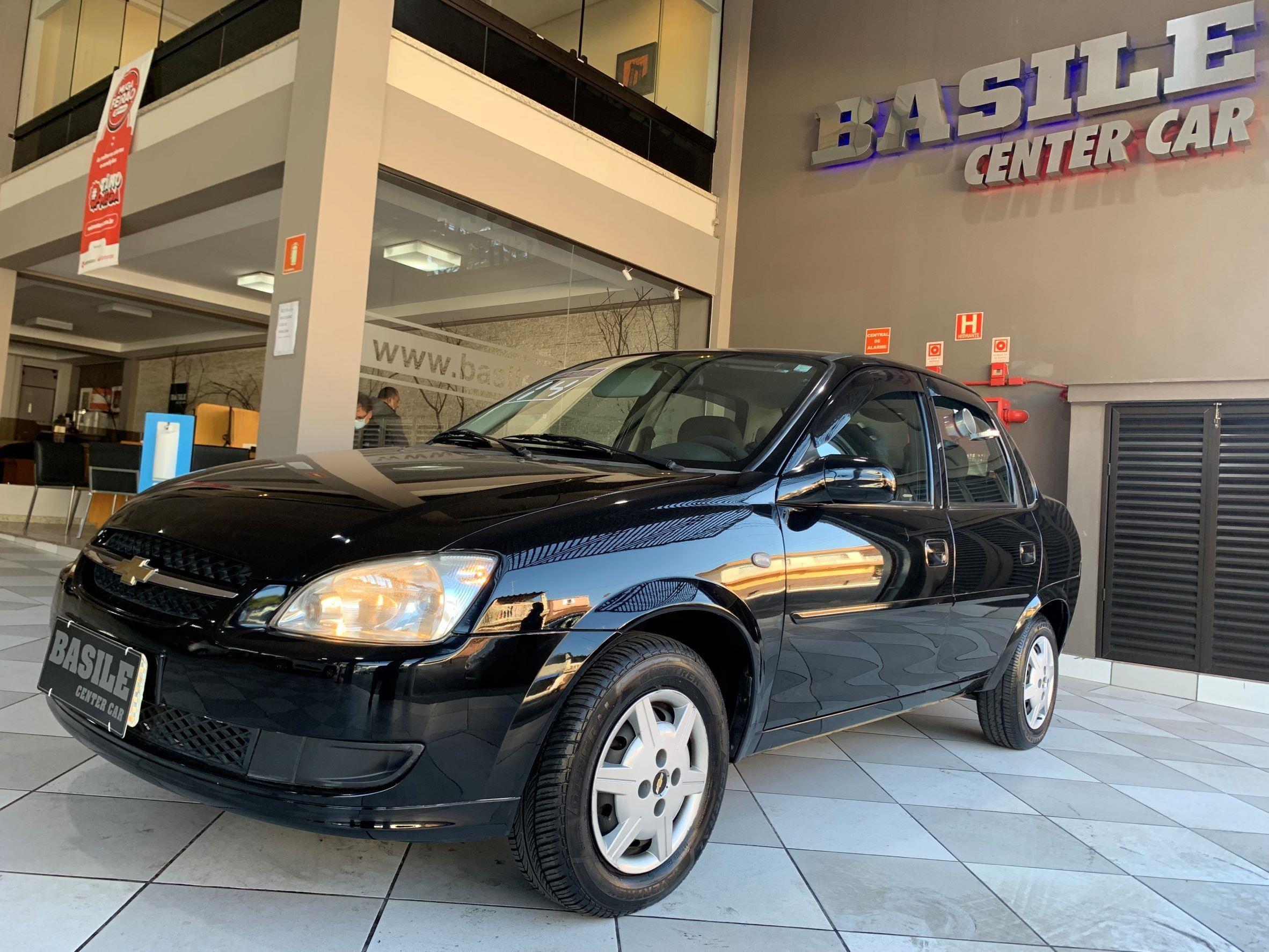 //www.autoline.com.br/carro/chevrolet/classic-10-ls-8v-flex-4p-manual/2014/sao-paulo-sp/15219102
