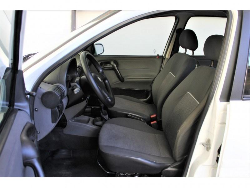 //www.autoline.com.br/carro/chevrolet/classic-10-ls-8v-flex-4p-manual/2013/campinas-sp/15256761