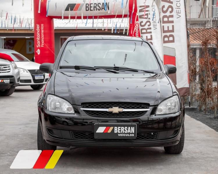 //www.autoline.com.br/carro/chevrolet/classic-10-ls-8v-flex-4p-manual/2015/curitiba-pr/15614767