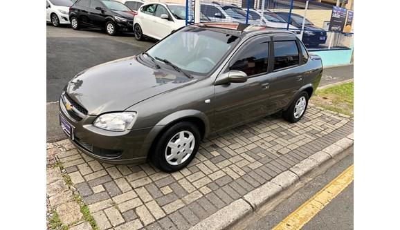//www.autoline.com.br/carro/chevrolet/classic-10-ls-8v-flex-4p-manual/2014/curitiba-pr/8382764