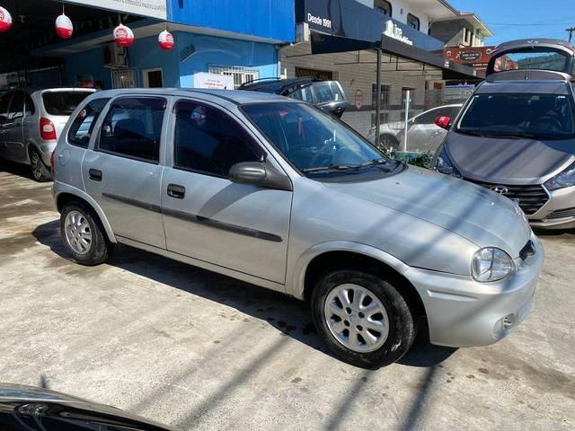 //www.autoline.com.br/carro/chevrolet/corsa-10-hatch-wind-8v-gasolina-4p-manual/2001/joinville-sc/12234842