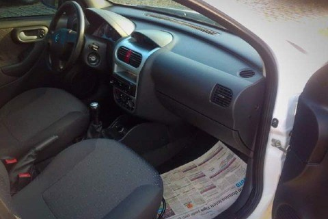 //www.autoline.com.br/carro/chevrolet/corsa-14-sedan-maxx-8v-flex-4p-manual/2008/orleans-sc/12943271