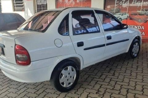 //www.autoline.com.br/carro/chevrolet/corsa-16-sedan-classic-8v-gasolina-4p-manual/2003/caxias-do-sul-rs/13007280