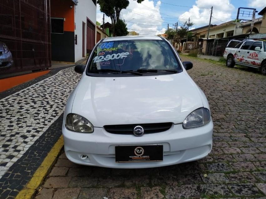 //www.autoline.com.br/carro/chevrolet/corsa-10-sedan-classic-life-8v-gasolina-4p-manual/2005/valinhos-sp/13562313