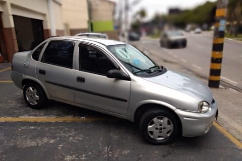 //www.autoline.com.br/carro/chevrolet/corsa-16-sedan-classic-8v-gasolina-4p-manual/2004/guarulhos-sp/14197488