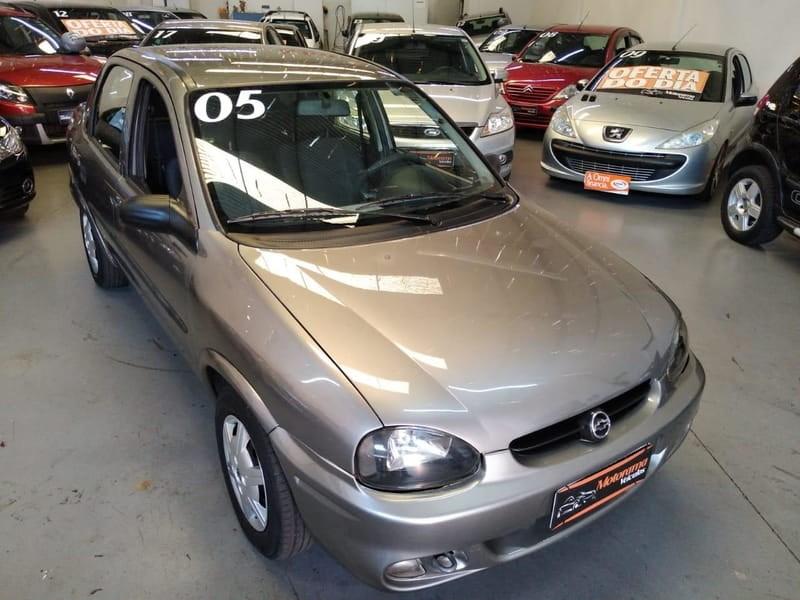 //www.autoline.com.br/carro/chevrolet/corsa-16-sedan-classic-life-8v-gasolina-4p-manual/2005/maringa-pr/14582702