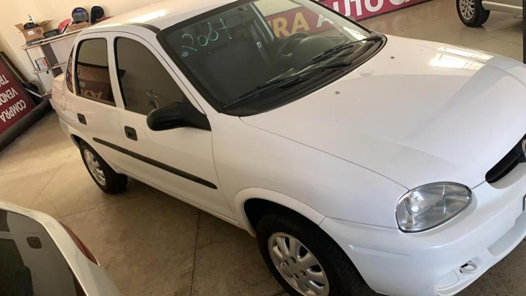 //www.autoline.com.br/carro/chevrolet/corsa-10-sedan-classic-8v-gasolina-4p-manual/2004/uberaba-mg/14613523