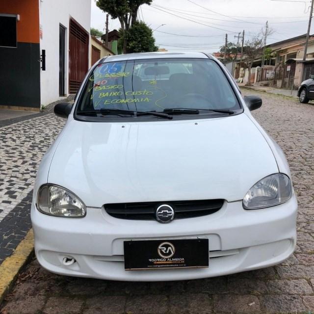 //www.autoline.com.br/carro/chevrolet/corsa-10-sedan-classic-life-8v-gasolina-4p-manual/2005/valinhos-sp/14880747